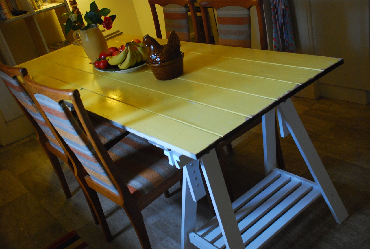 A friday tale of yellow tables and pointy needles a for Yellow farmhouse table